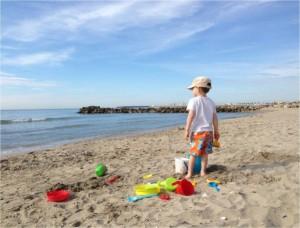 enfant-plage-vacances-ete